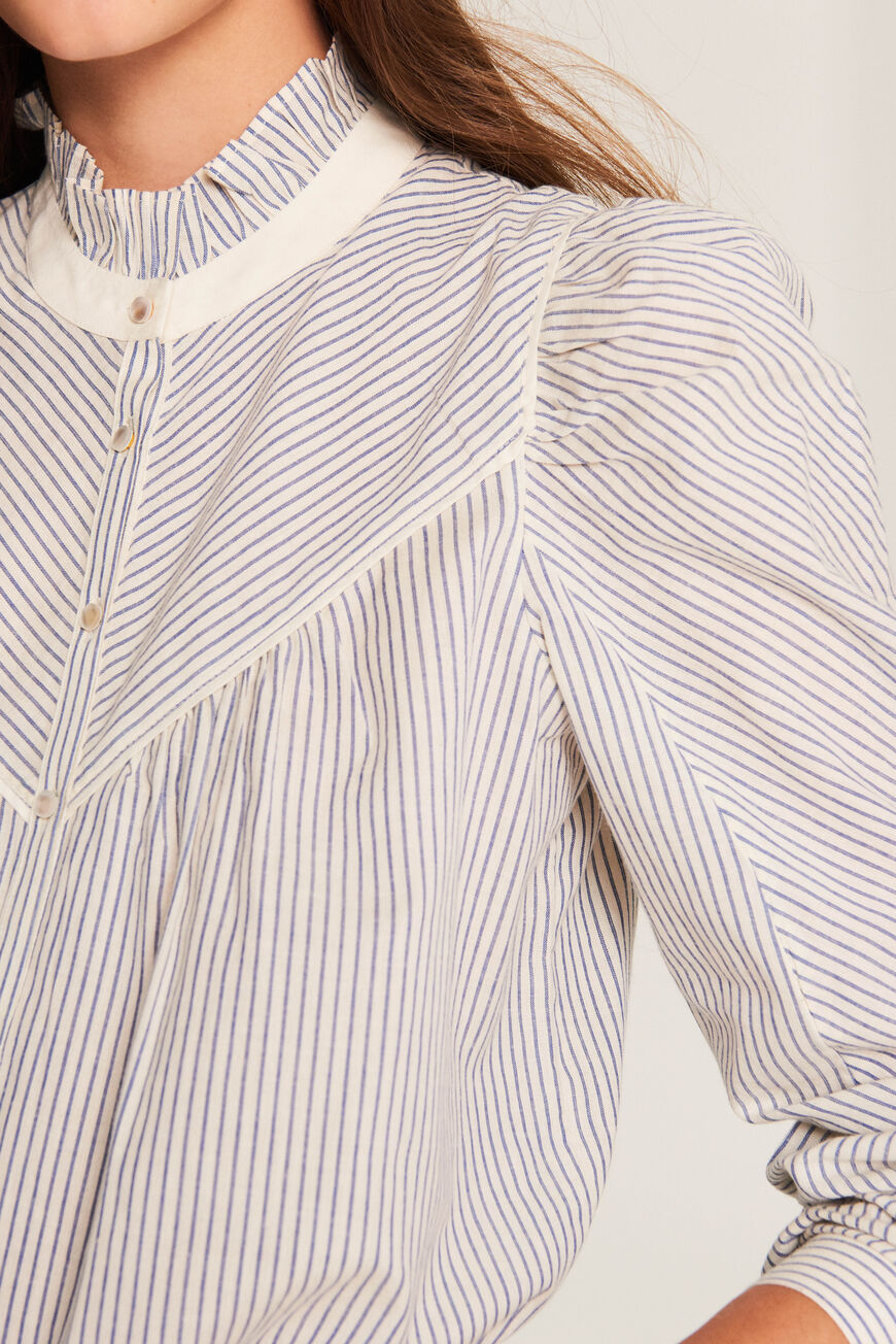 TOP SPRING TOPS & CHEMISES